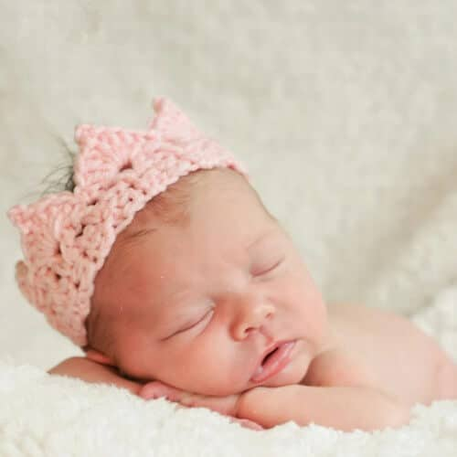 Crochet Newborn Crown : knitted crown for baby makes a unique newborn photo prop these newborn ...