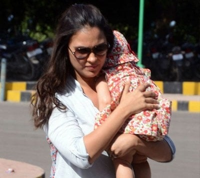 Lara Dutta hot mom